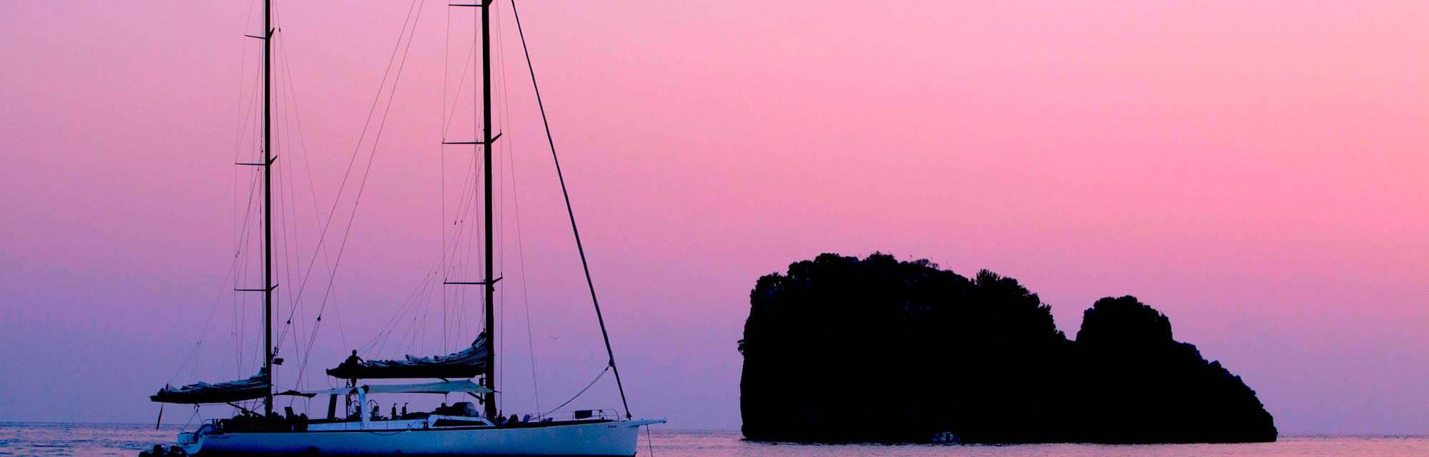 In barca sul Mare al Tramonto